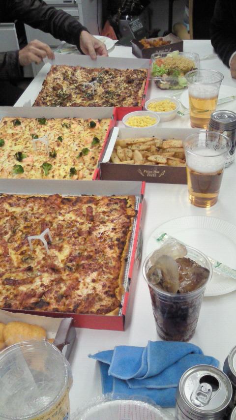 ピザ、ピザ、ピザ...。