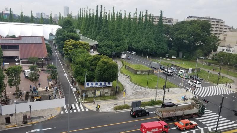 東京事務所で!